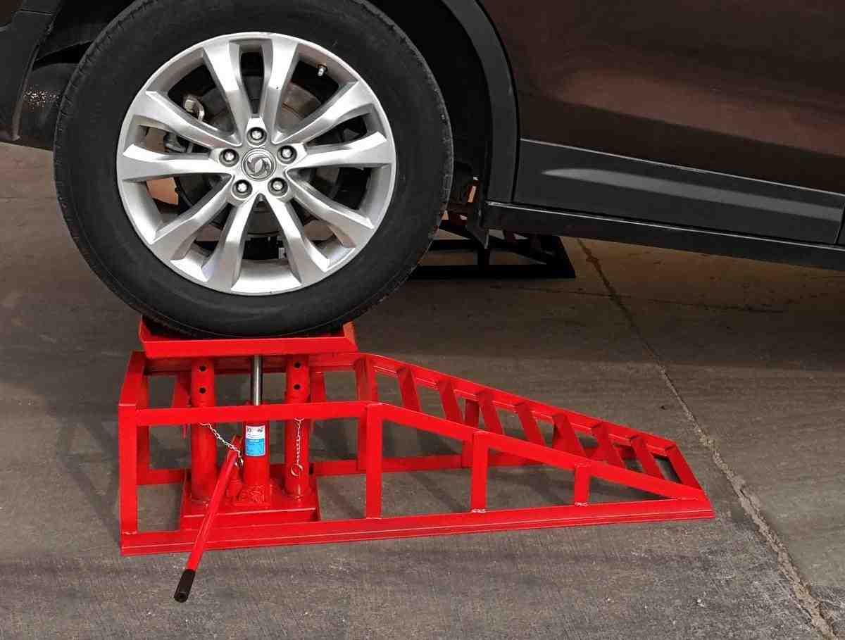 Comment mettre un véhicule sur quatre chandelles ?