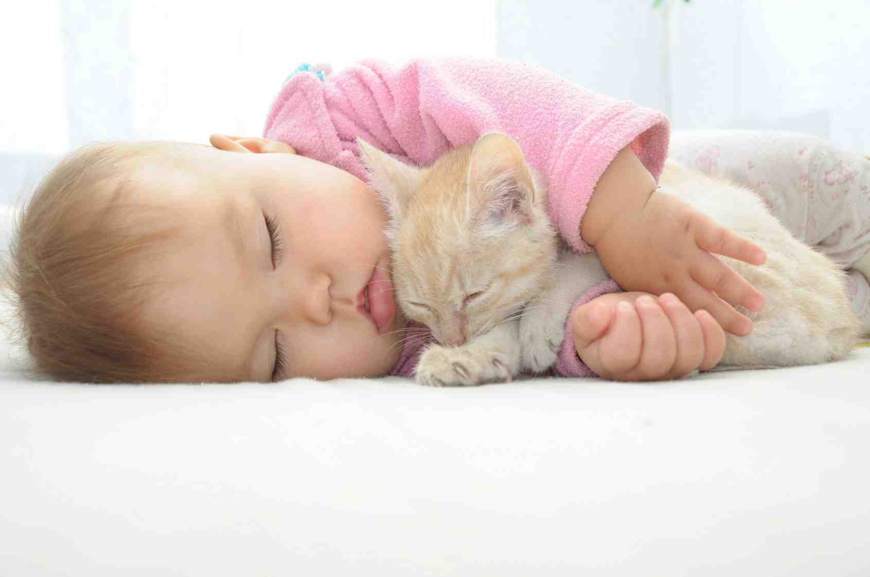 Comment empêcher bébé de dormir sur le côté ?