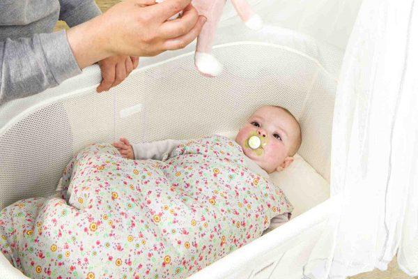 Comment faire dormir bébé à plat ?