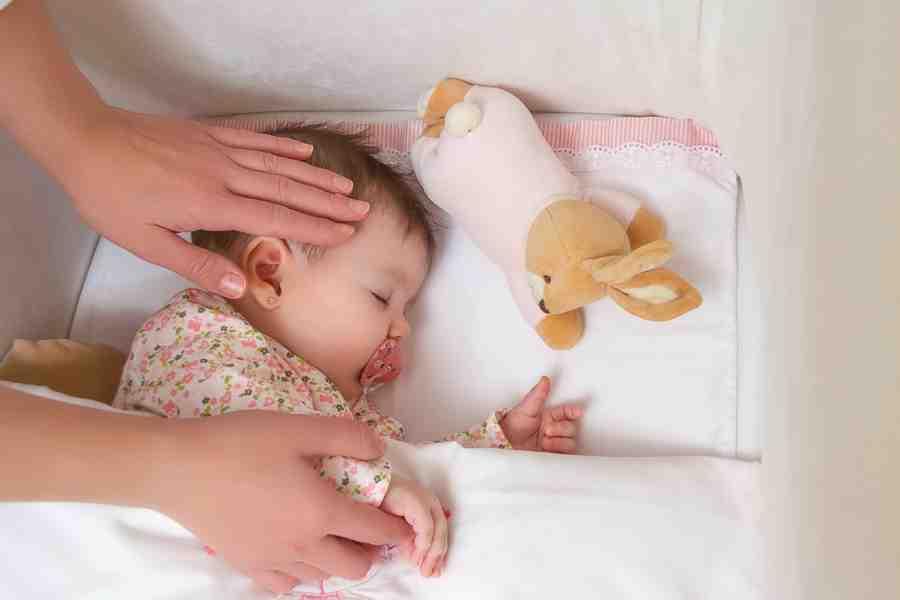 Où doit dormir un nourrisson la journée ?
