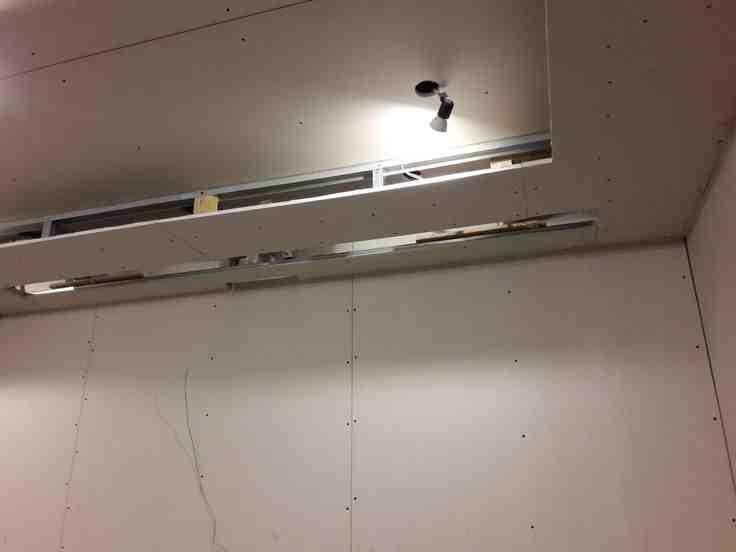 Comment fixer du placo sans rail ?